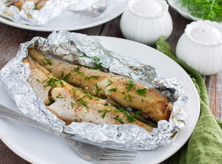 can aluminum foil go in the oven safely